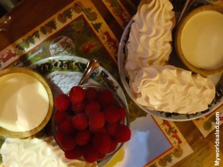 meringue-mit-creme-double-und-himbeeren
