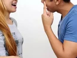 6 OBVIOUS SIGNS A PERSON SECRETLY LIKES YOU 1