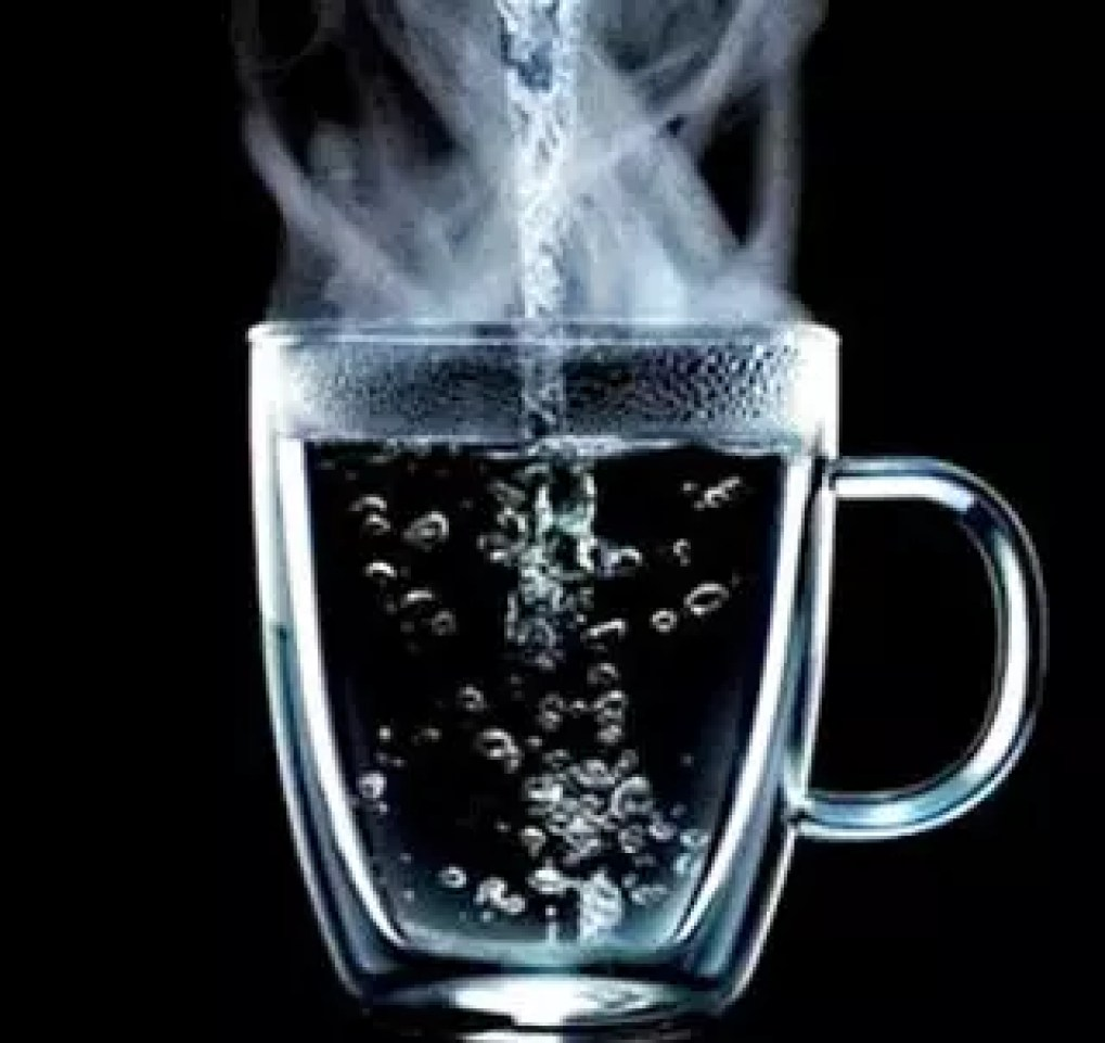 11 REASONS WHY YOU HAVE TO DRINK WARM WATER EVERY MORNING 3