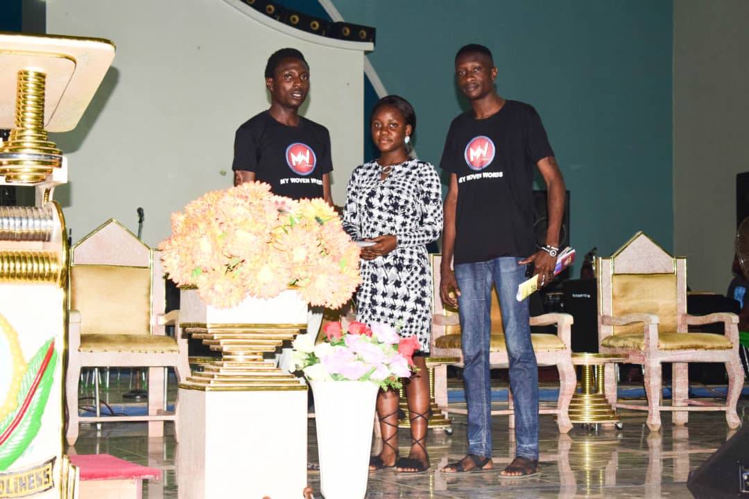 The Winner of OSCA Woven Words Competition; Mercy Akinlua receiving her prize