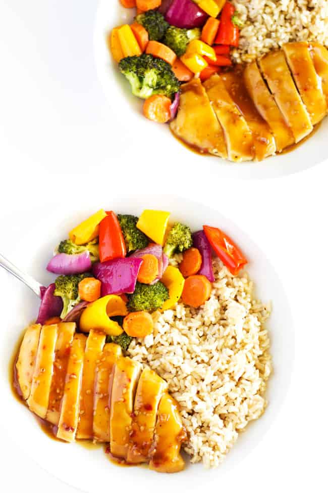 This recipe for one pan chicken teriyaki and rainbow veggies is so simple, so quick, and so yummy!