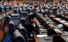 khairy jamaluddin, gambar khairy jamaluddin tak keluar dewan parlimen,