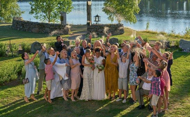 Bröllop Begravning Och Dop Tv Serie 2019 Moviezine