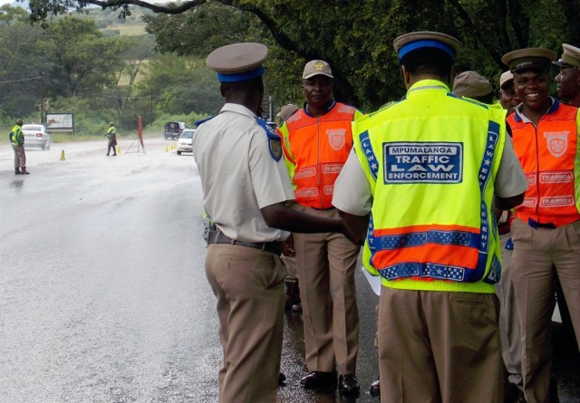 Traffic Cop stabbed by passanger