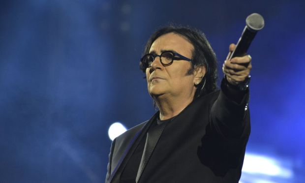 Renato-Zero-all_Arena-di-Verona-un-duetto-indimenticabile-con-Francesco-Renga