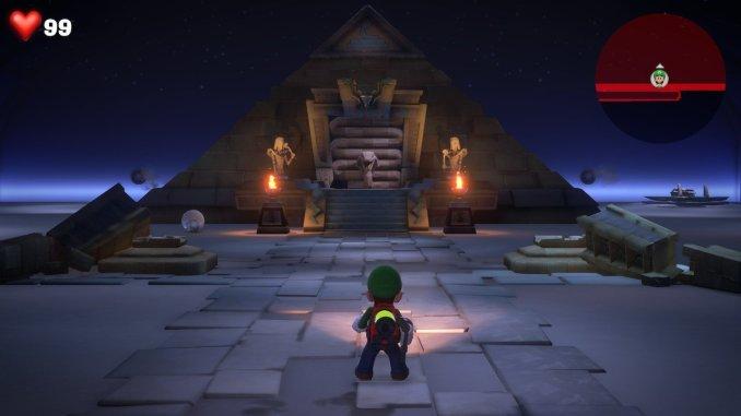 Das Foto zeigt Luigi vor einer Pyramide und einer Wüste, dessen Sandkörner vollständig aufgesaugt wurden. Dadurch ist die Ebene flach.