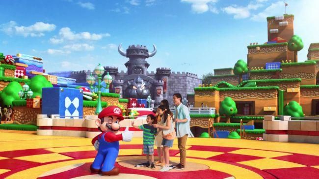 Das Bild zeigt Besucher im Super Nintendo World.