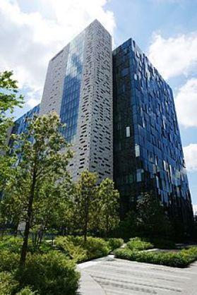 Das Bild zeigt den Hauptsitz von Square Enix in Tokyo. Unter dem Namen Squaresoft hat das Studio 1992 Final Fantasy V veröffentlicht.