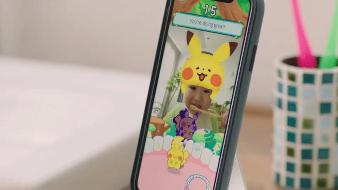 """Das Bild zeigt das Handydisplay beim Zähne putzen mit """"Pokémon Smile""""."""