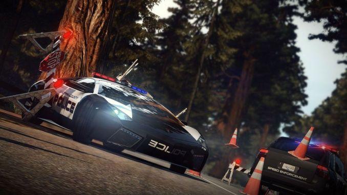 """Das Bild zeigt ein Polizeiauto in """"Need for Speed: Hot Pursuit""""."""