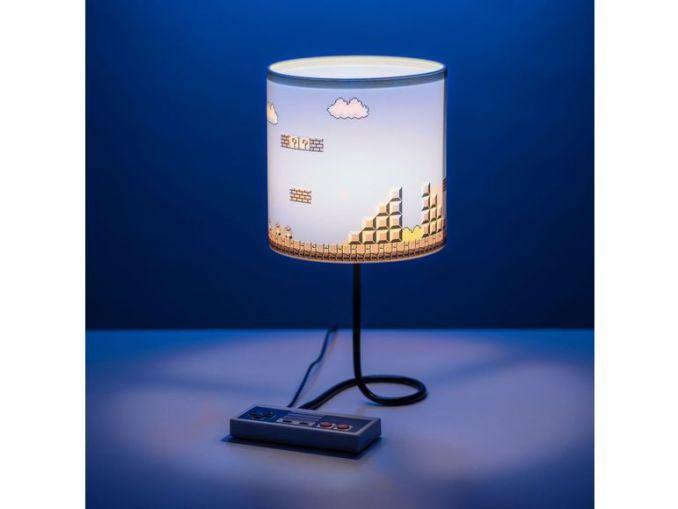 """Das Bild zeigt eine Nintendo-Merch """"Super Mario Bros.""""-Lampe, welche von Lidl vertrieben wird."""