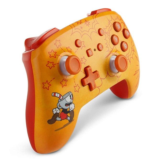 """Das Bild zeigt den neuen Wireless Controller im """"Cuphead""""-Design."""