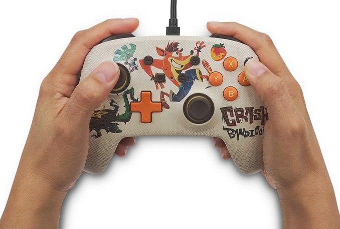 "Das Bild zeigt den neuen ""Crash Bandicoot 4: It's About Time""-Controller."