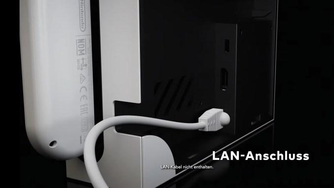 Das Bild zeigt den LAN-Port des neuen Nintendo Switch OLED-Modells.