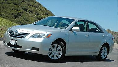 O sedã Toyota Camry híbrido, 'causa da morte' do engenheiro japonês