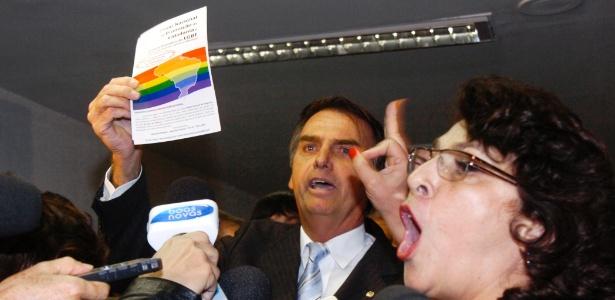 Senadora Marinor Brito (PSOL-PA) e deputado Jair Bolsonaro (PP-RJ) bateram boca<br>durante reunião que debateu a proposta que pune a discriminação a homossexuais