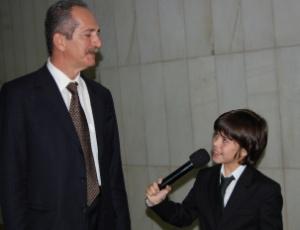 Um repórter mirim do programa CQC, sob o pretexto do Dia das Crianças, constrangeu vários deputados de terça até esta quinta-feira (6) na Câmara