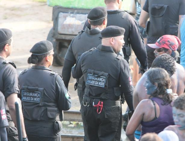 Seguranças privados contratados por prefeitura de município de Alagoas usam roupa parecida com a do Bope