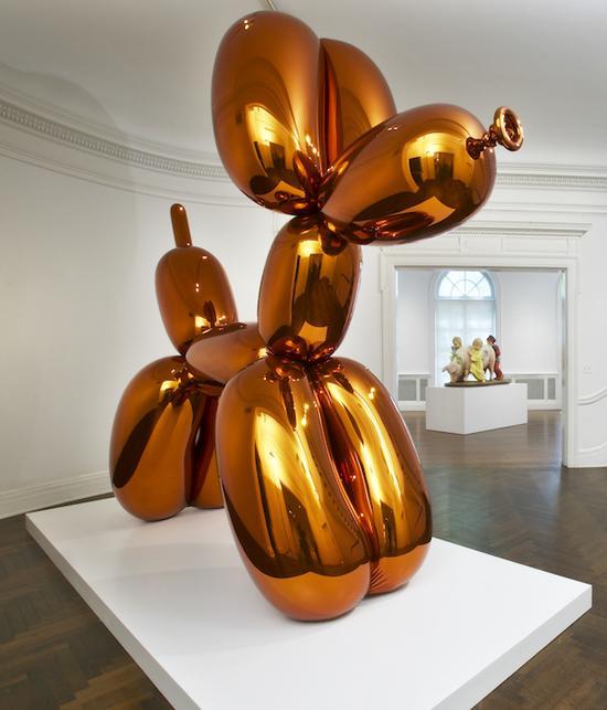 气球狗(橙色),1994 - 2000年,透明彩色涂层镜面抛光不锈钢,307.3×363.2×114.3厘米 ?Jeff Koons 照片:Tom Powel Imaging