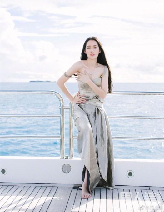 郭碧婷罕见登《男人装》 海边尽情释放迷人魅力