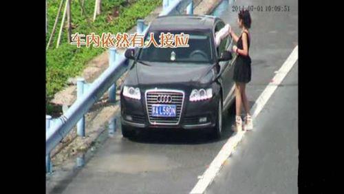 美女租豪車詐騙 性感美女高速招手借錢