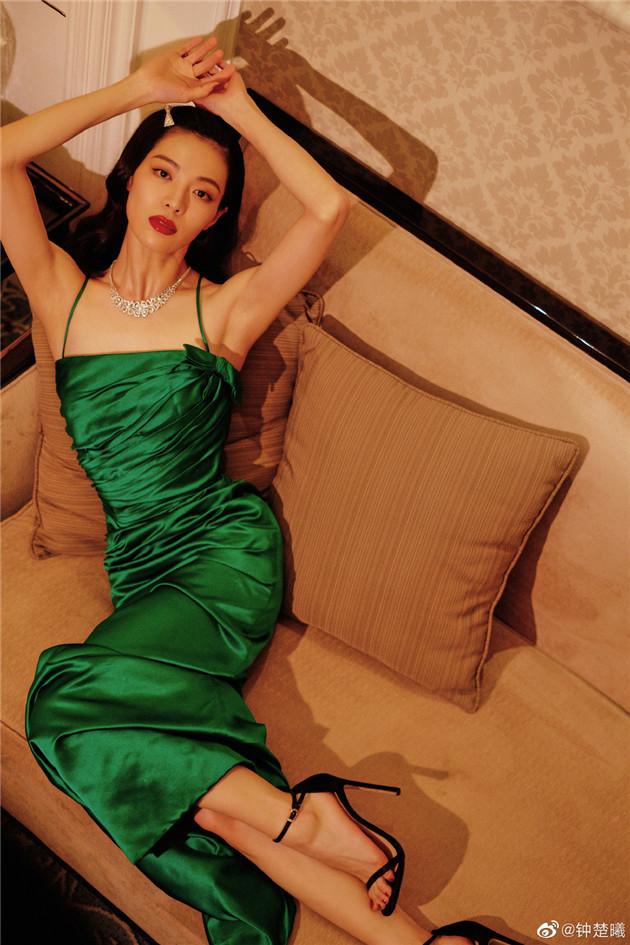 钟楚曦穿吊带裙