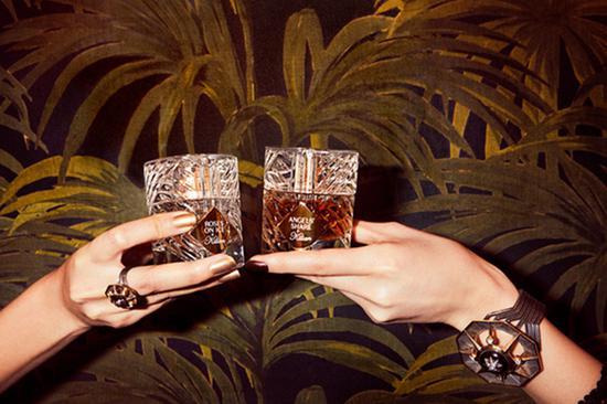 以Art Deco装饰艺术风格,打造华丽玻璃瓶身