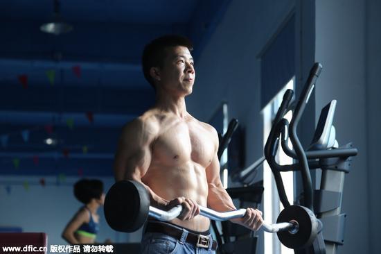 推薦幾款適合腹肌訓練的健身器械|了不起的挑戰|撒貝寧|腹肌訓練_新浪時尚_新浪網