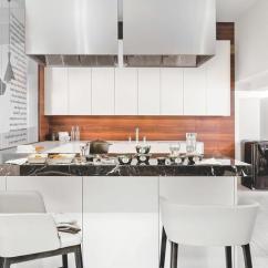 Wood Mode Kitchens Unfinished Kitchen Cabinets Home Depot 木纹橱柜也可以打造出时髦厨房 木纹 橱柜 厨房 新浪时尚 新浪网 如果实在不愿意打理橱柜 害怕木纹不好打理 让露出的墙面全部变成中古木调 加深视觉重心 也是一个装饰个性厨房的好选择 实木贴皮 吸塑转印等技术的应用 木纹墙饰