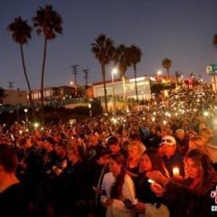 Kitchen Remodel Las Vegas Rustic Black Cabinets 拉斯维加斯枪击案后枪支销售反增人人想拥枪自卫 拉斯维加斯 枪击案 禁枪 当地时间2017年10月4日 美国加州曼哈顿海滩 民众和遇难者的亲人朋友集会 手持烛光和灯光 悼念日前拉斯维加斯枪击案遇难者
