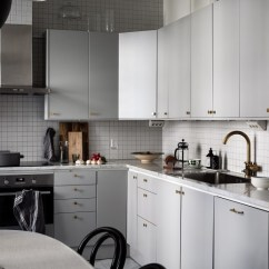 Brass Kitchen Hardware Cabinets Ideas 厨房设计 灰色调与拉丝黄铜五金 干净又复古historiska 黄铜 五金 复古 干净又复古via Historiska