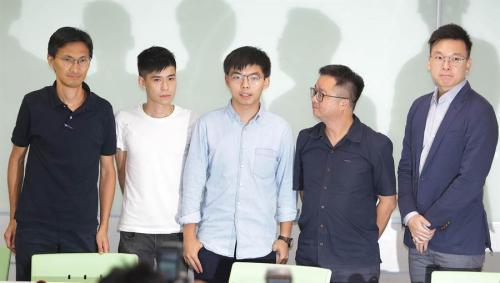 资料图:黄之锋(中)等人勾结台湾民进党。 图片来源:台湾《中时电子报》/季志翔 摄