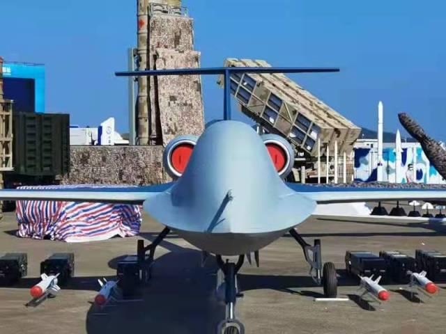 圖為彩虹-6大型雙發通用無人機與射手系列導彈