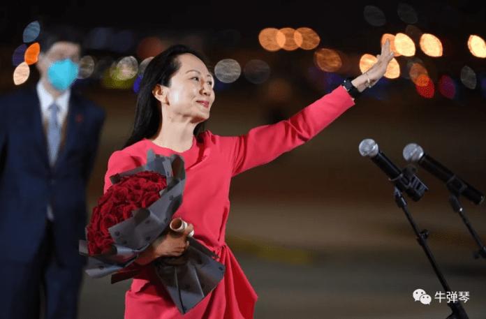 孟晚舟回国了,一袭红裙,走下中国政府的包机。