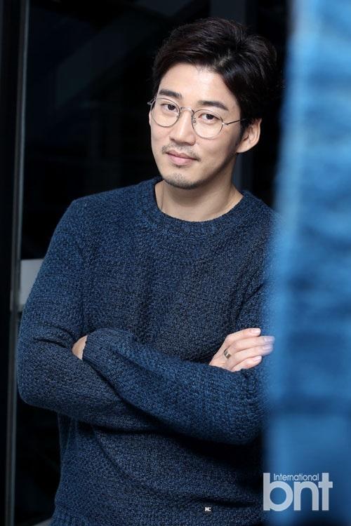韓國演員尹啟相: 我想作為演員活著|尹啟相|演員|紅地毯_新浪娛樂_新浪網