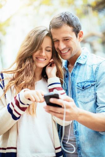手機成80后婚姻殺手 別讓電子小三毀掉婚姻