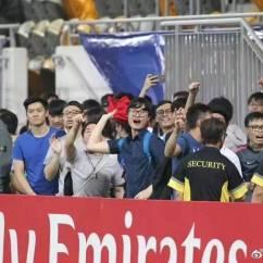 Boos Kitchen Islands Cabinets Black 香港球迷在亚冠比赛打出港英旗用嘘声招呼恒大 球迷 香港 足球 新浪新闻