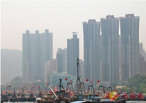 香港多人爬山期間中暑 19歲大學生昏迷后命危 香港大學 西貢 直升機_新浪新聞