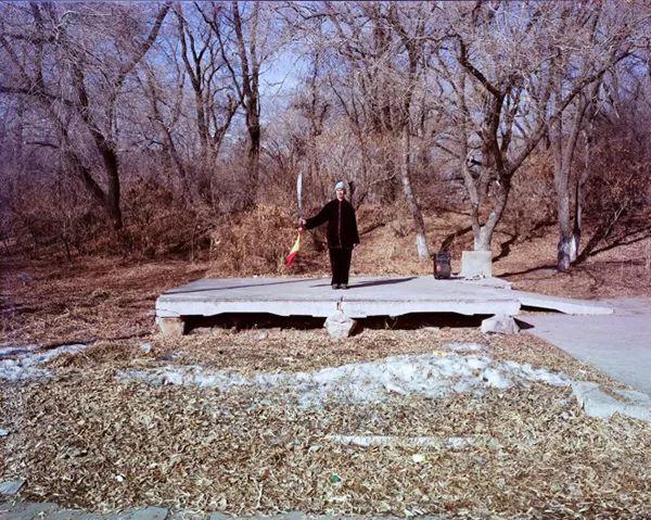 富拉尔基区的第一代拓荒者和建设者已经老去。