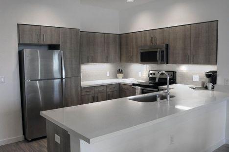 kitchen aid tv offer layout ideas 被房子绑架的硅谷年轻人 圣荷西 新浪财经 新浪网 图为配备好了家用电器的厨房 来源 zillow