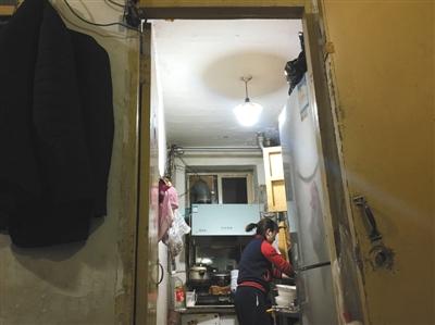 kitchen reface depot chrome shelving for 北京多处地下空间违规改造成仓库被封后仍暗中营业 地下车库 人防工程 11月29日 丰台区大红门海户屯北区一地下室