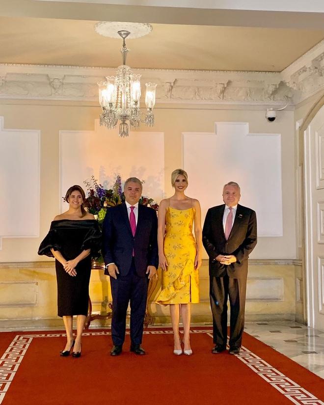 Saffron silk: Ivanka Trump shines in a Johanna Ortiz dress at a dinner in Colombia (photo 2)