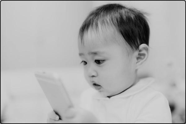 赤ちゃん スマホ ブルーライト