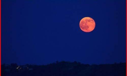 ストロベリームーンとは?1年に1回しか見れないピンクの月の正体は?