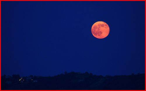 ストロベリームーン ピンクの月