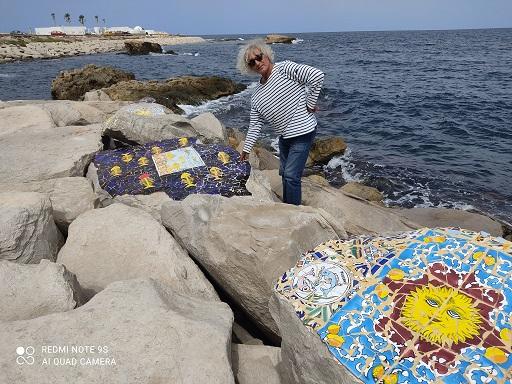 فسيفساء على صخور شاطئ المنستير8