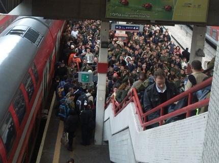 תחנת רכבת ביום ראשון