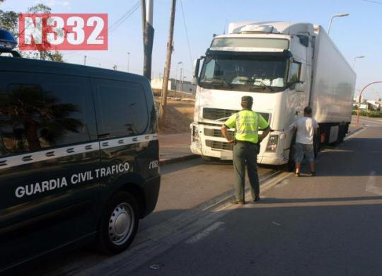 20150416 - Traffic Officers Stop Truck Driven by Child