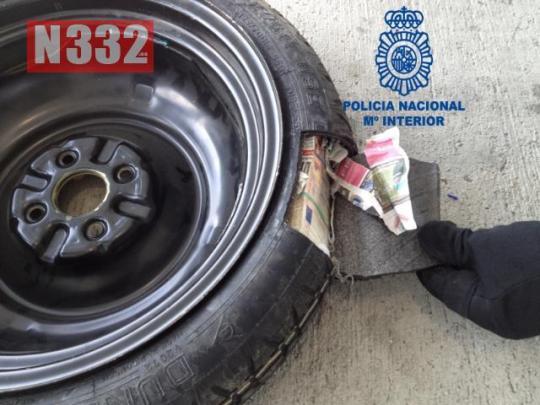 20150521 - Cash Smuggler Arrested in Barcelona 1