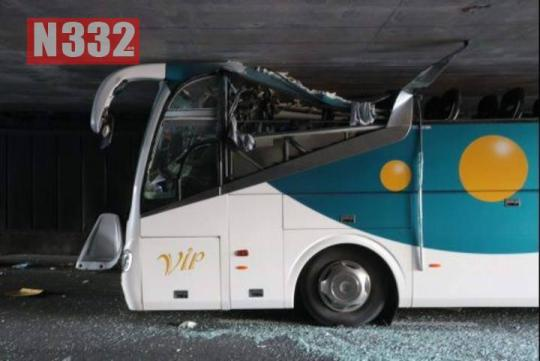 TRES HERIDOS GRAVESEN UN ACCIDENTE DE UN AUTOBUS ESCOLAR ESPAÑOL EN FRANCIA